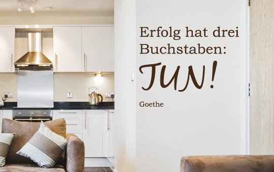 wandtattoo zitat erfolg hat drei buchstaben tun goethe wohnzimmer 50x40 cm ebay. Black Bedroom Furniture Sets. Home Design Ideas