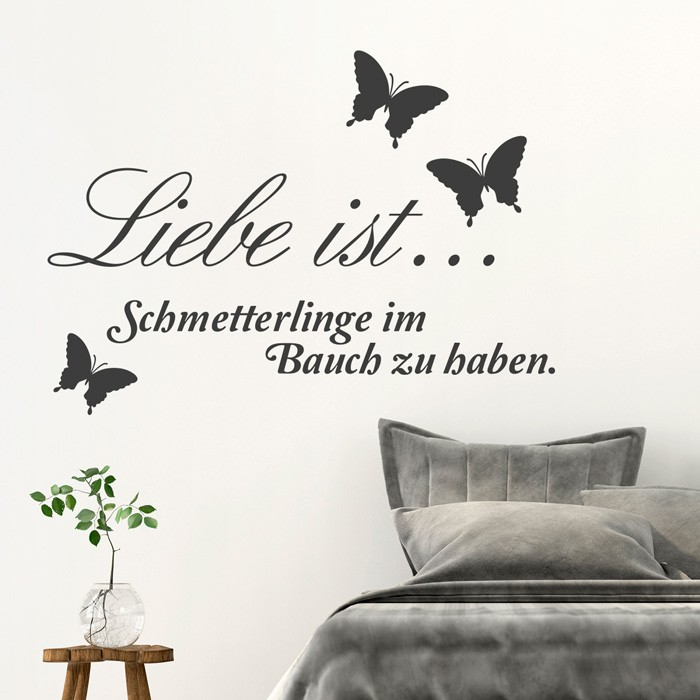 wandtattoo spruch liebe ist schmetterlinge im bauch. Black Bedroom Furniture Sets. Home Design Ideas