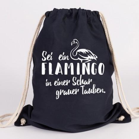 JUNIWORDS Turnbeutel Sei ein Flamingo in einer Schar grauer Tauben
