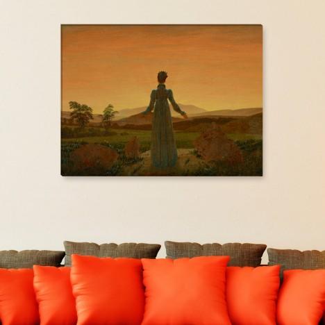 Frau vor der untergehenden Sonne Leinwandbild
