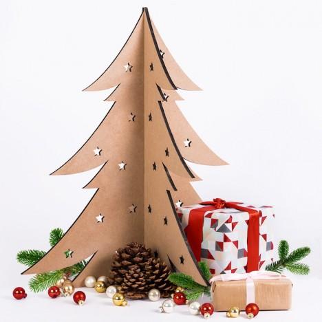 Weihnachtsbaum aus Holz mit Sternen