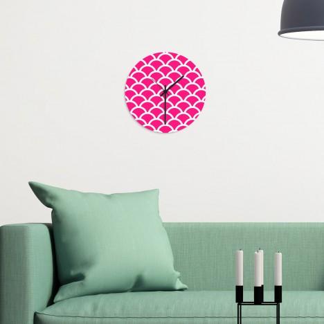 Wanduhr Schuppenmuster pink