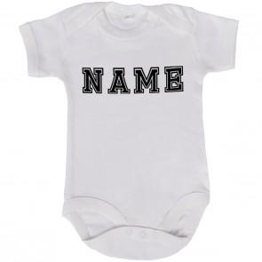 babybody mit dem namen des kindes