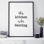 Poster This kitchen ist for dancing, mit Rahmen