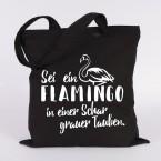 JUNIWORDS Jutebeutel Sei ein Flamingo in einer Schar grauer Tauben.